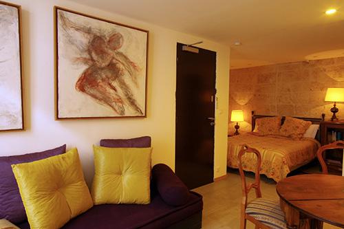 l hostellerie proven ale. Black Bedroom Furniture Sets. Home Design Ideas